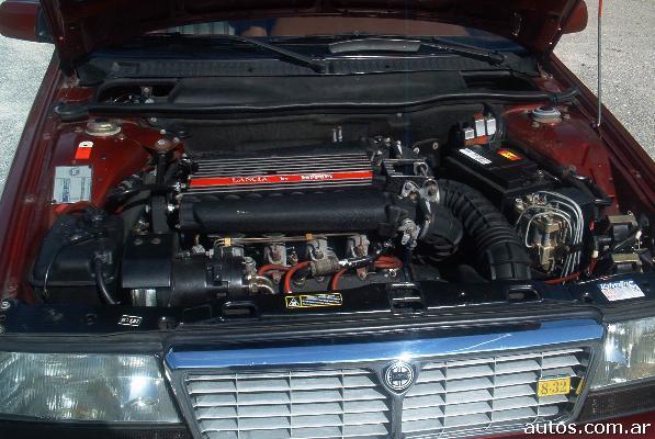 Lancia Thema 832. Lancia THEMA FERRARI 8.32