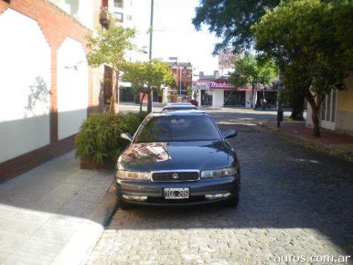 Mazda 929 sedan en Parque Chacabuco